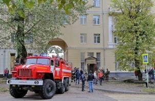 В Смоленске из-за пожара в магазине были эвакуированы 10 человек