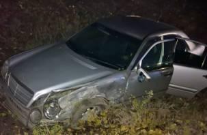 Смоленский лихач на «Мерседесе» опрокинул в кювет четырех пассажиров