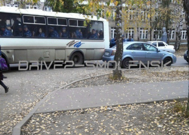 В Смоленске автобус с УФСИНовцами «поцеловал» легковушку