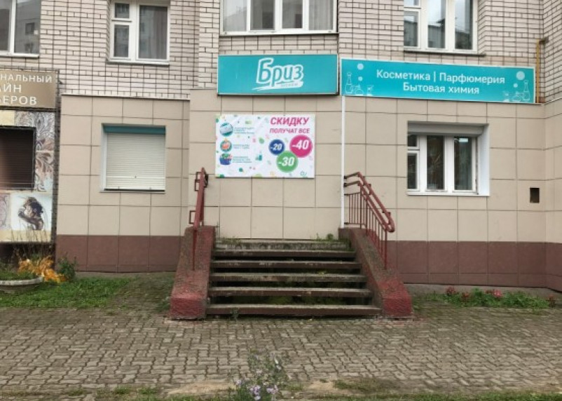«Замуровали, демоны»: в Смоленске «посторонним» вход в магазин запрещен
