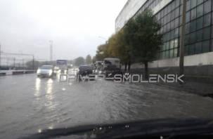 В Смоленске ливень снова затопил Витебское шоссе