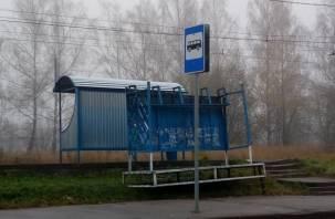 По Смоленску продолжают валяться старые остановки