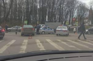 В Смоленске вторая авария на улице Тенишевой парализовала движение транспорта