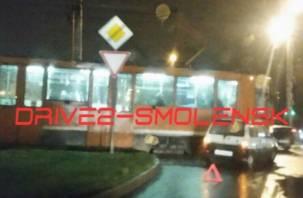 «Что-то пошло не так»: в Смоленске спешащая «Ока» остановила трамваи
