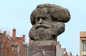 В Смоленске мужчина продает гранитный бюст Карла Маркса. Фейк или кража?