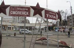 «Хотят уничтожить нашу память о городах-героях»: в Мариуполе снесли памятник со Смоленском