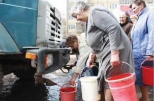 На шести улицах Смоленска отключат холодную воду