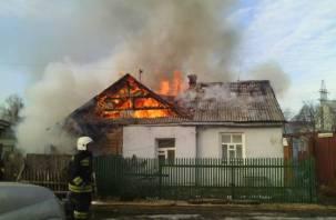 При пожаре смолянка едва не лишилась рук