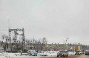 На улице Кутузова из-за снесенного столба вторые сутки не работает светофор