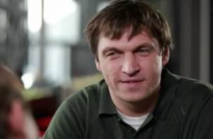 Известный актер судится с авиакомпанией, стюардесса которой хотела высадить его в Смоленске