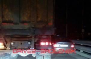 Решил проучить: в Смоленске два авто «бодались» на мосту