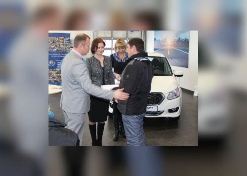 Пострадавшие на производстве смоляне получили новые автомобили