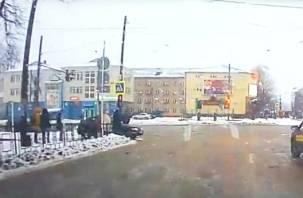 Смоленский «мажор», проехавший по тротуару на ВАЗе, попал на видео