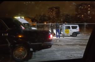 В Смоленске на парковке возле магазина умер таксист