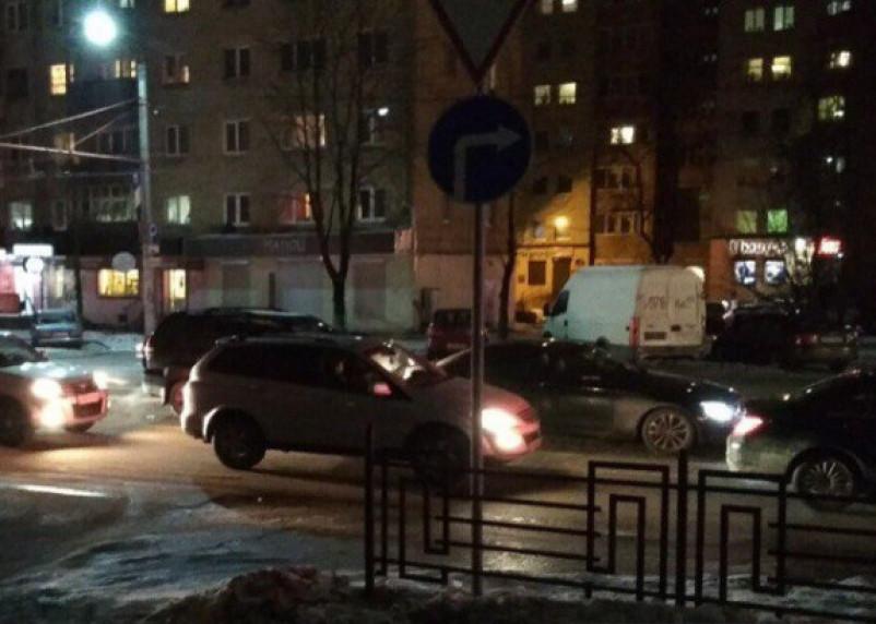 Аварии собрали огромную пробку в Смоленске