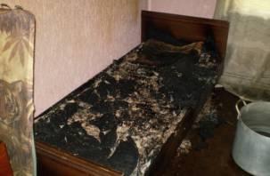 Заядлый смоленский курильщик едва не погиб в горящей квартире