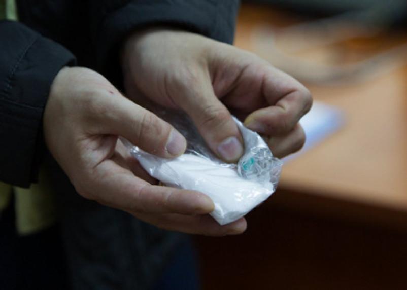 В Смоленске парня задержали во время сбыта наркотика