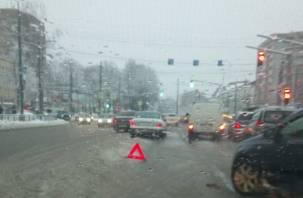 В Смоленске столкнулись девять машин: аварии затруднили проезд на Крупской, Кирова, Румянцева