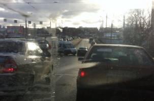 «Собирается пробка». В Заднепровском районе Смоленска маршрутка врезалась в иномарку