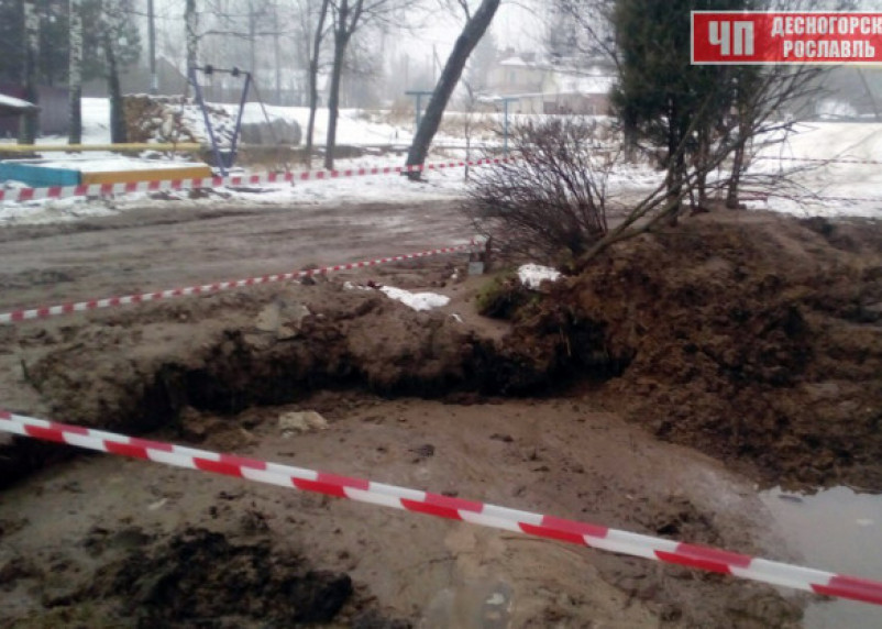 Жители Рославля выживают без воды и «плавают» в грязи
