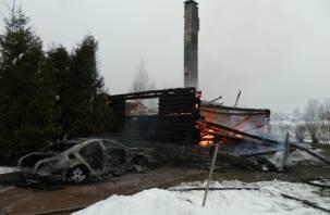 Смоляне прогрели машину до пожара и спалили дом