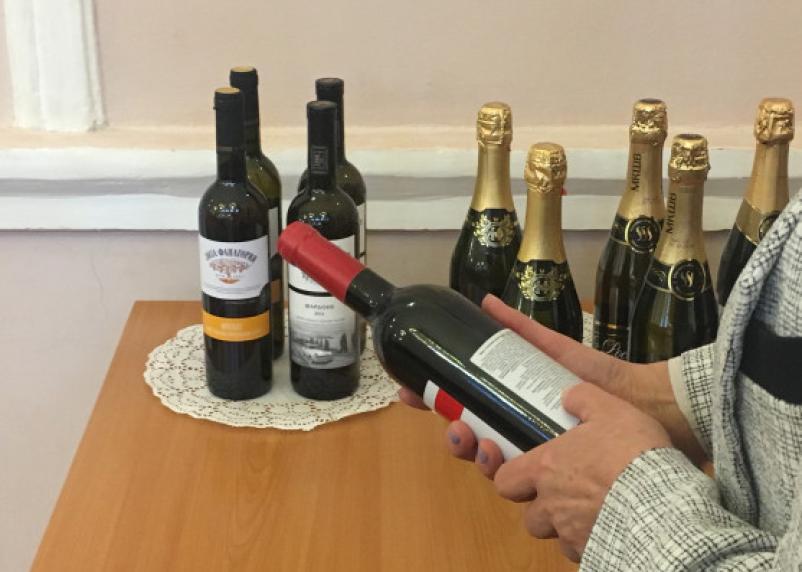 Смолянам рассказали, какое шампанское и вино лучше не покупать