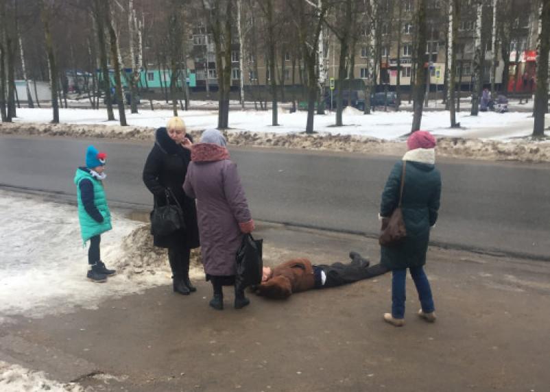 В Смоленской области мужчину выкинули из автобуса