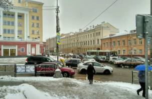 Работу по уборке снега в Смоленске оценили на два балла