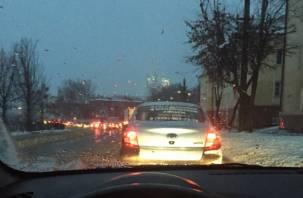 Снегопад в Смоленске спровоцировал серьезные пробки