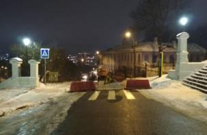 В Смоленске на 19 дней перекрыли движение на Соборной горе