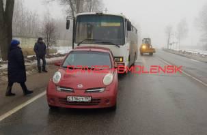 В Смоленске рейсовый автобус «влетел» в иномарку