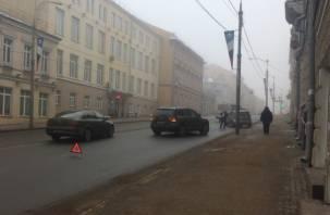 Из-за аварии в центре Смоленска собирается пробка