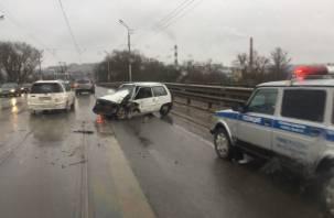 «Образуется пробка». На улице Дзержинского в Смоленске — жесткая авария