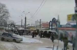 Карма не заставила ждать водителя, повернувшего под «кирпич» в Смоленске
