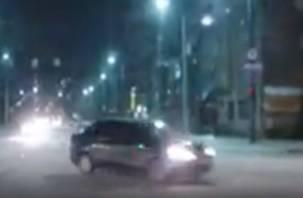 В Смоленске лихач на иномарке едва не спровоцировал аварию