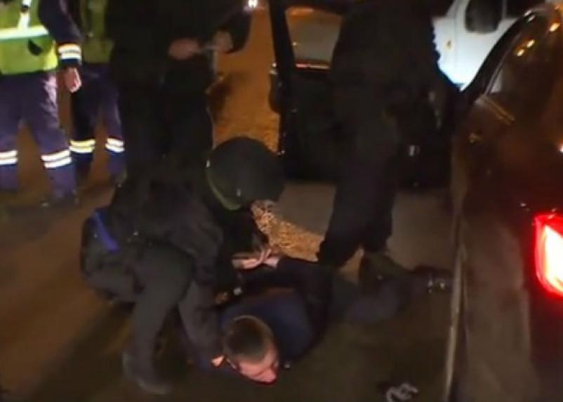 На видео снято задержание рэкетера, державшего в страхе смоленских предпринимателей