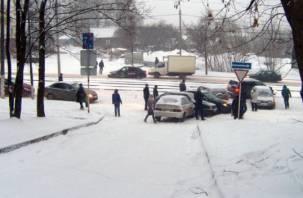 В Смоленске ДТП заблокировало выезд на дамбу