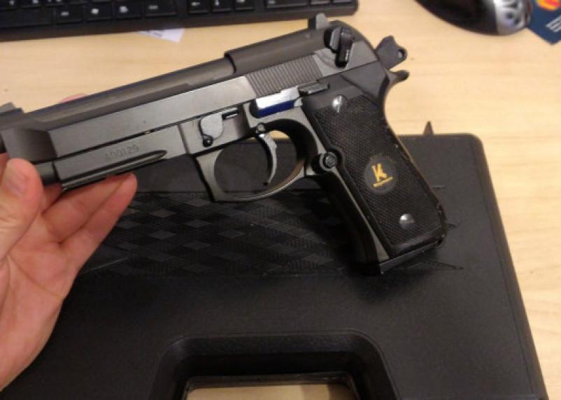 Смолянин украл из магазина необычный пистолет