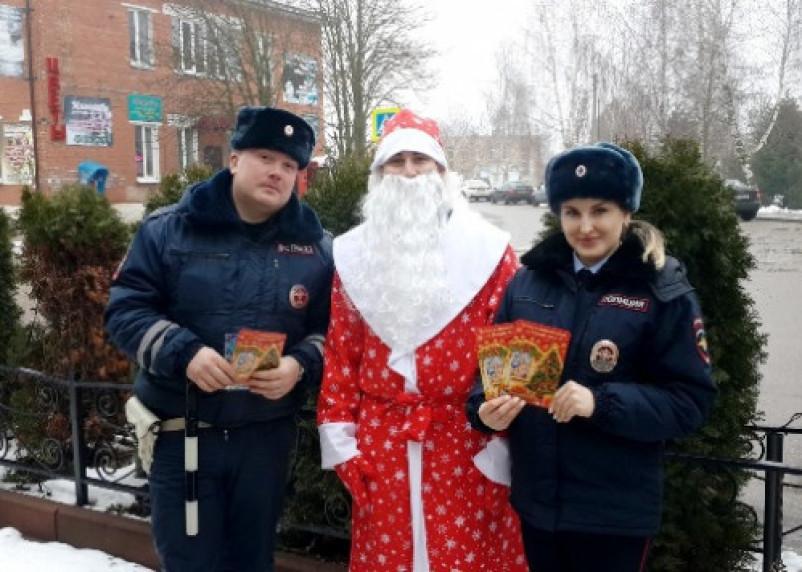Дед Мороз и Снегурочка остановили смоленских «драйверов»