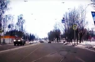 На улице Фрунзе в Смоленске промчался броневик