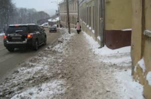 Смоляне жалуются на непроходимые тротуары