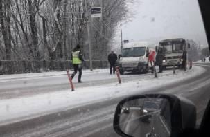 ДТП парализовало движение транспорта на Большой Советской в Смоленске