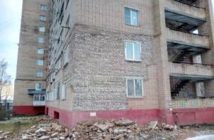 Стало известно, почему «облысела» многоэтажка в Смоленске