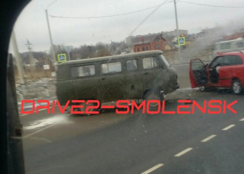 Подробности жесткого столкновения УАЗа и легковушки в Смоленске