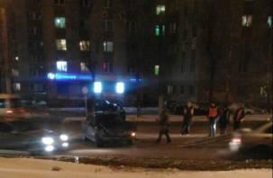 Авария на «проклятом месте»: в Смоленске иномарка протаранила трамвай