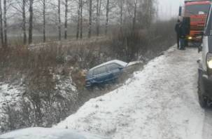 В Смоленской области два авто съехали в кювет. Есть пострадавшие