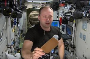 Смоленский космонавт в невесомости играл в теннис с каплей воды