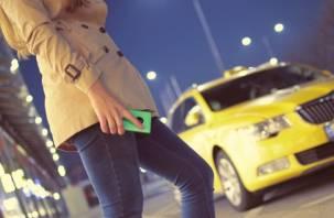 Смоленский таксист украл у своей клиентки телефон