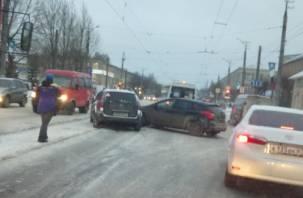 В Смоленске произошло ДТП, парализовавшее движение транспорта