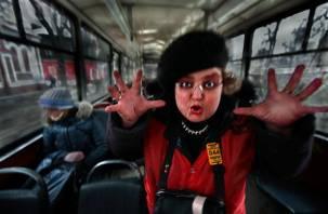 Позор кондуктору: в смоленском троллейбусе наорали на малыша